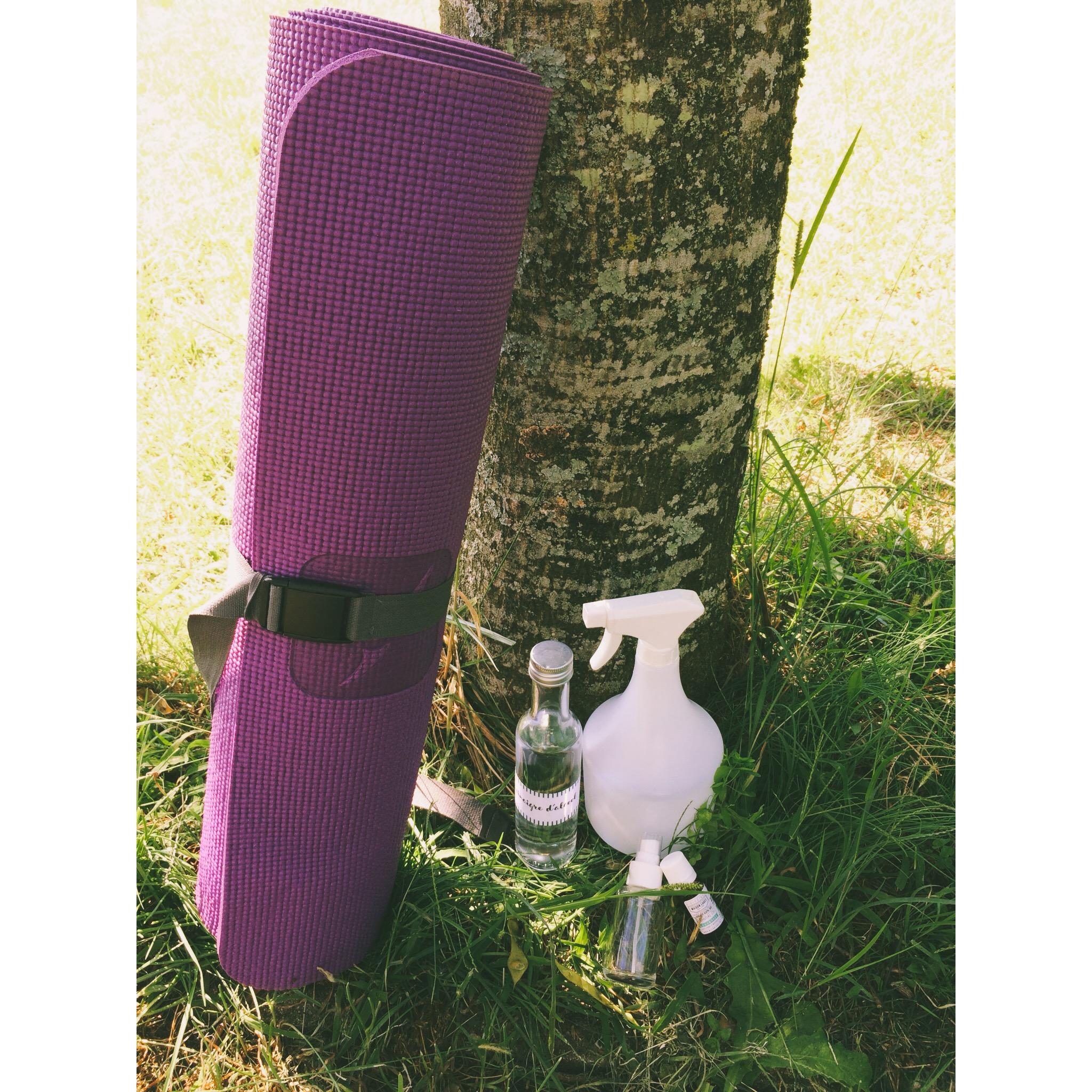 d i y spray nettoyant pour le tapis de yoga la vrac mobile. Black Bedroom Furniture Sets. Home Design Ideas